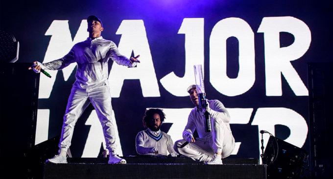 Официальный видеоклип Major Lazer и Karol G на ремикс En La Cara