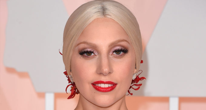 Lady Gaga отменила ближайшие концерты