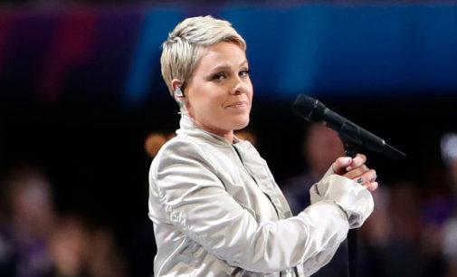 P!nk исполнила гимн США на финале Super Bowl