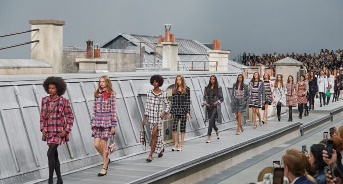 Лучшие образы новой коллекции Chanel весна-лето 2020