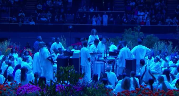 Соло Kenny G на саксофоне в треке «Use This Gospel» — это нечто!