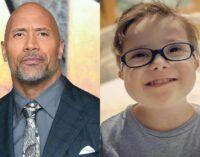 Дуэйн Джонсон спел песню из «Моаны» 3-летнему больному мальчику: «Потому что он боец»