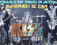 Пол Стэнли и белые акулы не попали на концерт Kiss