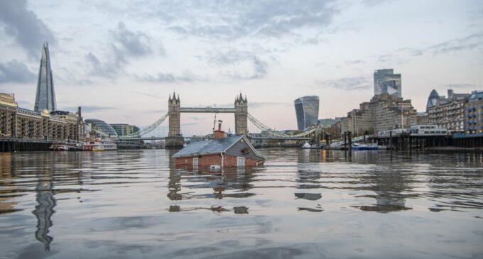 Extinction Rebellion утопили дом в Темзе