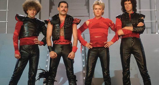 Группа Queen спустя 35 лет выпустила клип на сингл «Thank God It's Christmas»