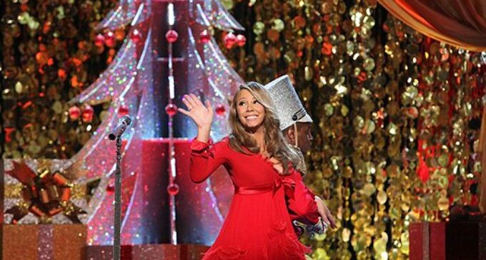 Mariah Carey. Рождественский хит «All I Want for Christmas Is You» занял первое место в чарте Billboard спустя 25 после выхода