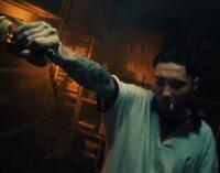 «Как их терпеть на трезвяк?»: Скриптонит выпустил клип на песню «Як 2» с нового альбома «2004»