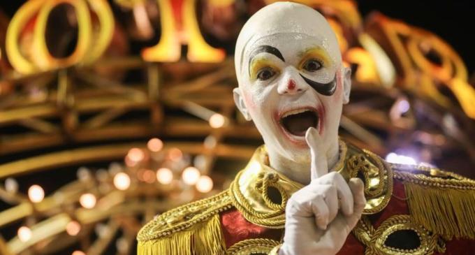 """Карнавал Бразилия. Школа самбы """"Сальгейру"""" превратила Самбодром в цирковой манеж"""