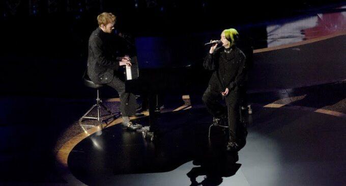 Новости шоубиз. На Оскаре Билли Айлиш спела в память Брайанта и артистов
