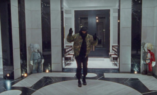 Звёзды шоубиз в наше время. Дрейк устроил тур по своем дому в клипе на трек «Toosie Slide»