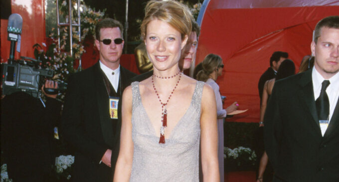 Планета шоубиз. Гвинет Пэлтроу выставила на аукцион свое платье с «Оскара-2000» ради борьбы с коронавирусом