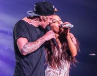 Новинки музыки. Ариана Гранде и Джастин Бибер выпустили клип «Stuck With U»