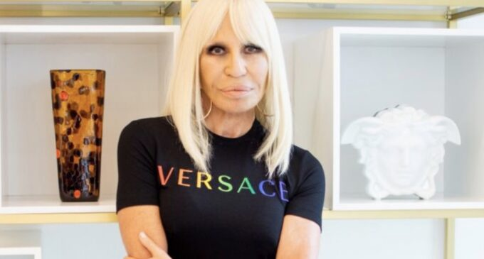 Модная индустрия. Versace выпустил коллекцию в поддержку ЛГБТ