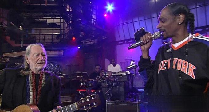 Новости музыки. Снуп Догг и кантри-певец Уилли Нельсон выпустят трек о равенстве и братстве
