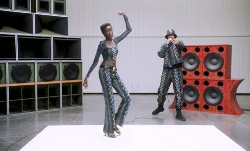 Новости модной индустрии. Versace представляет новую коллекцию с рэпером AJ Tracey