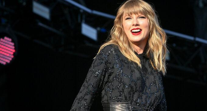 Новинки музыки. Тейлор Свифт выпустила новый альбом «folklore» и клип на песню с него