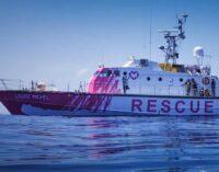 Искусство и политика. Banksy помогает спасать беженцев в Средиземном море