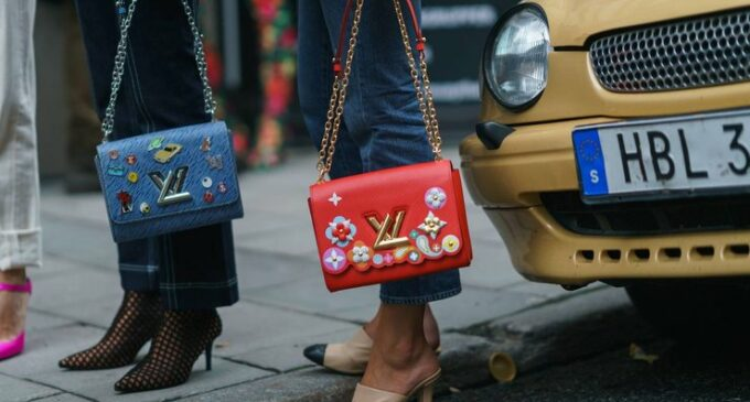 В мире моды. Китайские реплики сумок Louis Vuitton оказались высокотехнологичнее оригинальных — в них нашли чипы