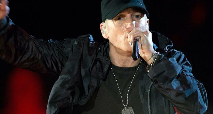 Новости рэп музыки. Сборник хитов Эминема «Curtain Call» вновь попал в чарт Billboard