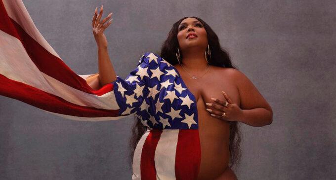 Музыка и политика. Lizzo опубликовала полуобнаженный снимок в американском флаге
