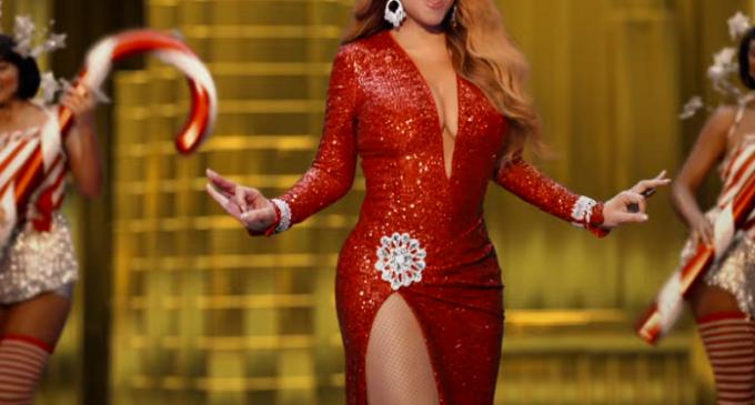"""МУЗЫКА РОЖДЕСТВА.  Песня """"All I Want For Christmas Is You"""" наконец-то возглавила чарты."""