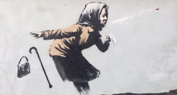 Современное искусство. На бристольском доме появилось изображение чихающей женщины Бэнкси