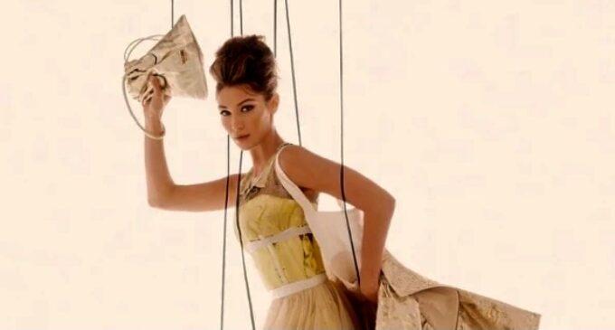 Белла Хадид и Ирина Шейк изобразили марионеток в новой кампании Moschino