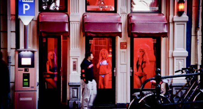 Интересные новости. Власти Амстердама закроют «квартал красных фонарей»