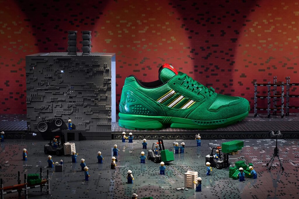 Adidas представила модель ZX 8000 Bricks в сотрудничестве с LEGO