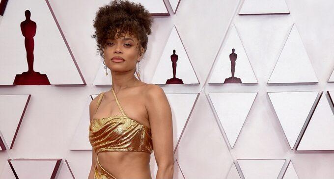 """Мода и знаменитости. Платья-торты и много золота: Смотрите лучшие образы с красной дорожки """"Оскар"""" — 2021"""