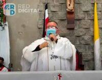 """Вот так новости! Священник во время службы спел песню о пользе """"санитарной маски"""""""