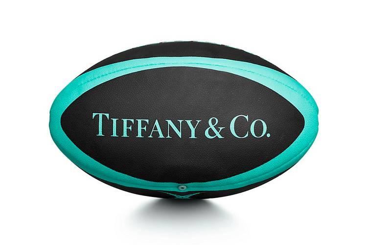 Баскетбольный мяч, скейтборд и мяч для регби от Tiffany & Co