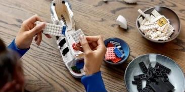 LEGO и adidas выпустят конструктор в виде кроссовок Superstar в натуральную величину
