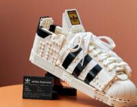 Мода и технологии. LEGO и adidas выпустят конструктор в виде кроссовок Superstar в натуральную величину