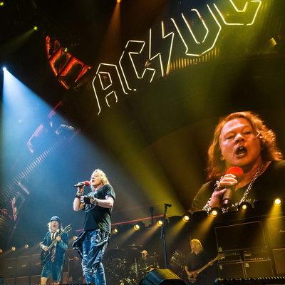 Sony Music стали владельцами каталога AC/DC