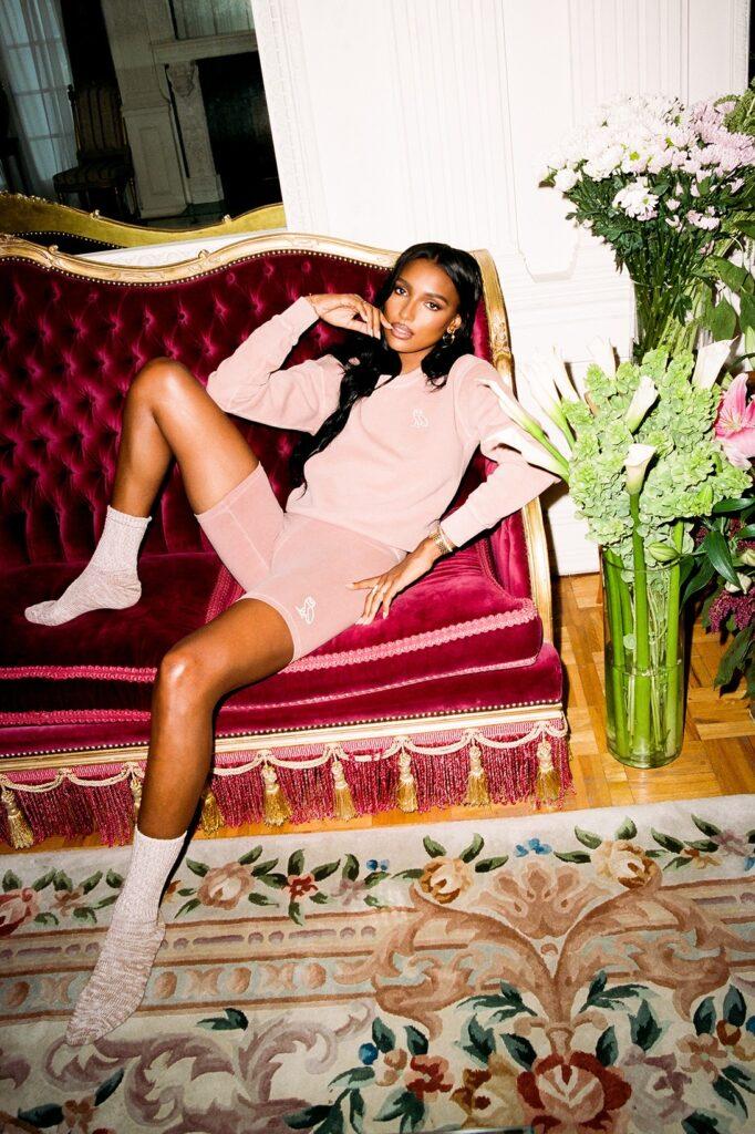 Бренд Drake OVO выпустил коллекцию одежды для домашнего отдыха