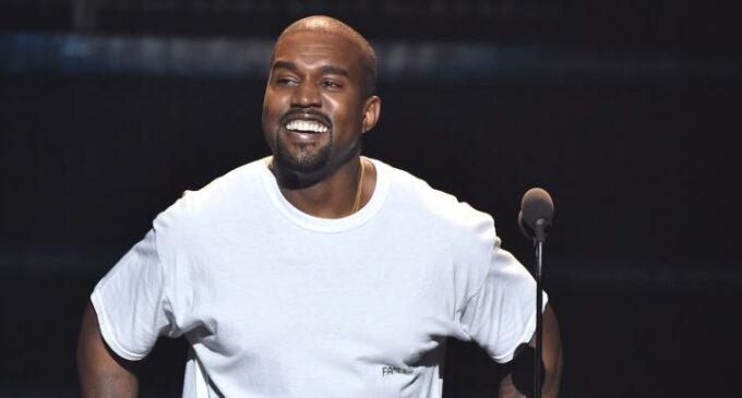 Про моду. Kanye West и Gap разместили в Токио рекламу своей коллаборации
