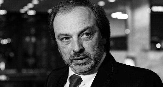Умер сценограф Борис Краснов. Художник-сценограф Борис Краснов умер в ночь на вторник в Москве в возрасте 60 лет.